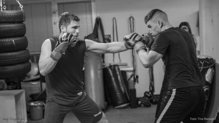 Najbolj pogost udarec v boksu, sprednji direkt