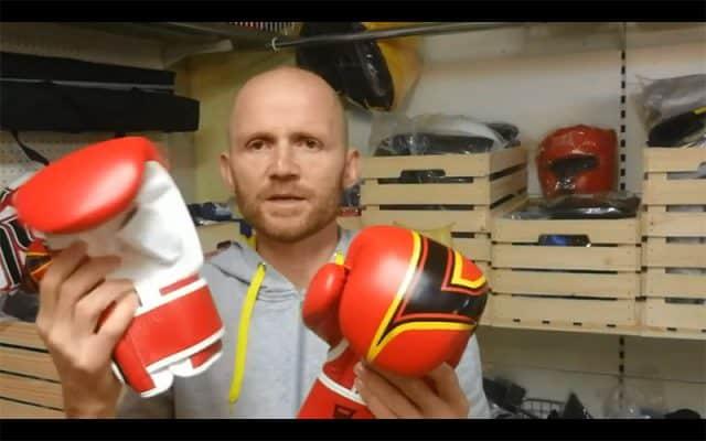 Kakšna je razlika med rokavicami za trening na boksarski vreči in rokavicami za boks